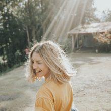 Livets Glede -  kan man være glad uten grunn? Eller må man ha en årsak?
