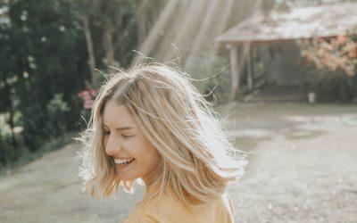 Livets Glede –  kan man være glad uten grunn? Eller må man ha en årsak?